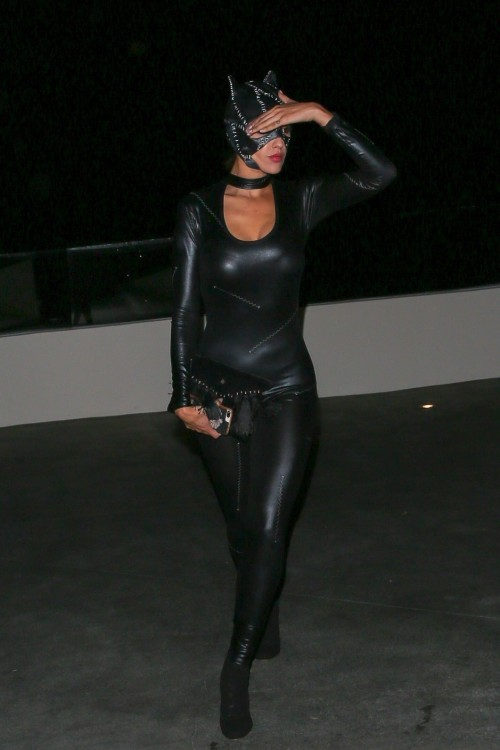 Eiza-Gonzalez-appeared-to-have-had-a-little-too-much-to-drink-at-Kate-Hudsons-Halloween-Party-in-West-Hollywood-28.10-14.jpg
