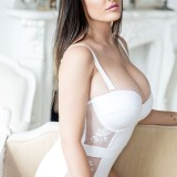 Lucy-Pinder-2017-Calendar-Photoshoot-6.th.jpg