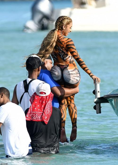 Cardi-B-twerks-on-Miami-beach-in-tiger-costume-12032018-13.jpg