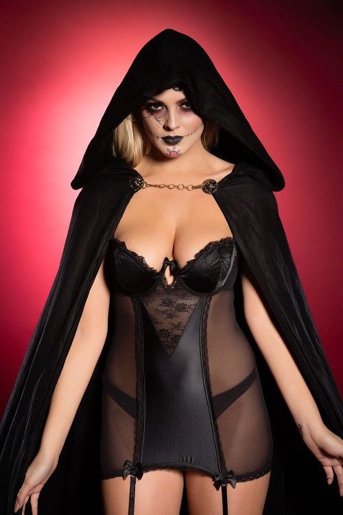 Danielle-Sellers-Halloween-Treat-31st-October-2016-5.jpg