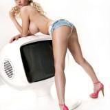 Sophie-Reade-TV-Stars-in-Bras-Nuts-Website-6.th.jpg