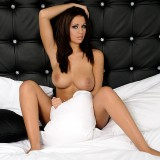Holly-Peers-21102010--The-Lodge-Between-the-SheetsWallpaper-12801024-7.th.jpg