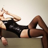 Amber-Heard-Sexy-Lingerie-and-Stockings-32.th.jpg