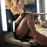 Amber-Heard-Sexy-Lingerie-and-Stockings-9.th.jpg