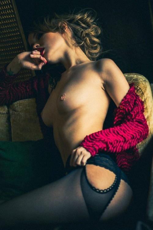 Anastasiya-Scheglova-sexy-topless---Alexey-Kruglov-Photoshoot-2016-5.md.jpg