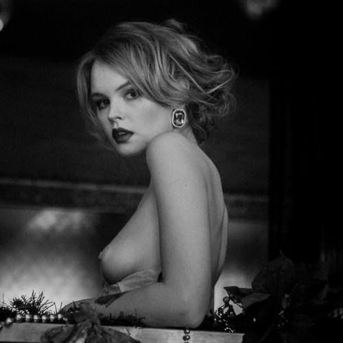 Anastasiya-Scheglova-sexy-topless---Alexey-Kruglov-Photoshoot-2016-9.md.jpg
