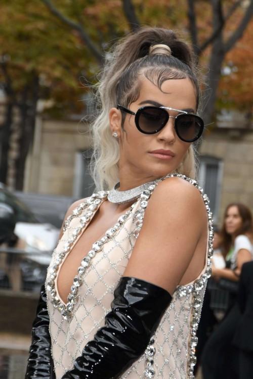 Rita-Ora-Wardrobe-Malfuction-Upskirt-Out-in-Paris-10012019-10.md.jpg