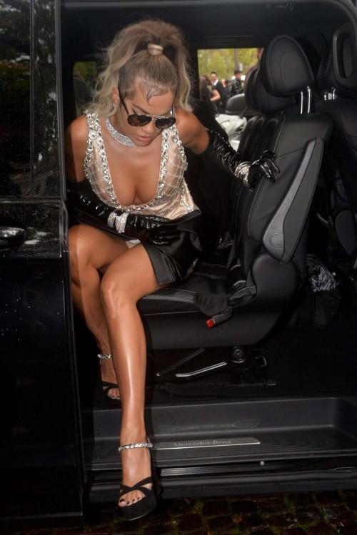 Rita-Ora-Wardrobe-Malfuction-Upskirt-Out-in-Paris-10012019-2.md.jpg