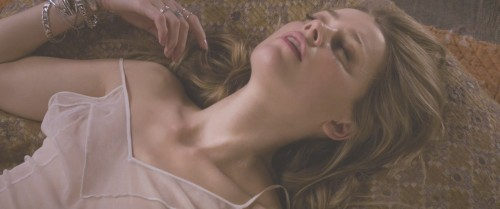Amber-Heard-Naked-London-Fields-MovieScreencaps-15.md.jpg