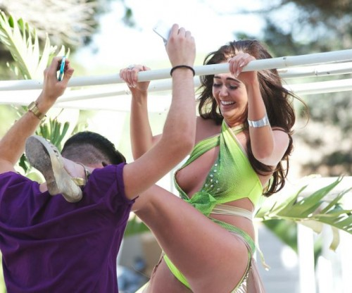 Charlotte-Dawson-Boob-Slip-Beach-Party-3.md.jpg
