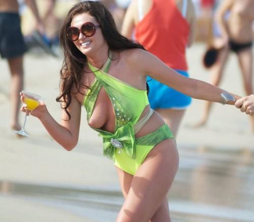 Charlotte-Dawson-Boob-Slip-Beach-Party-4.md.jpg