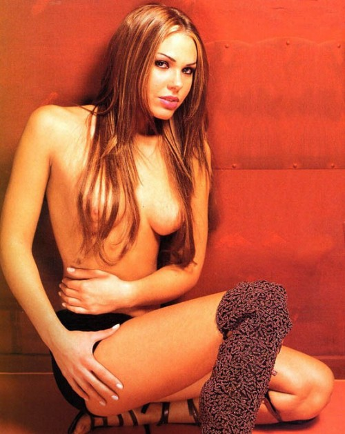 Ilary-Blasi-Nude-Pictures-14.md.jpg