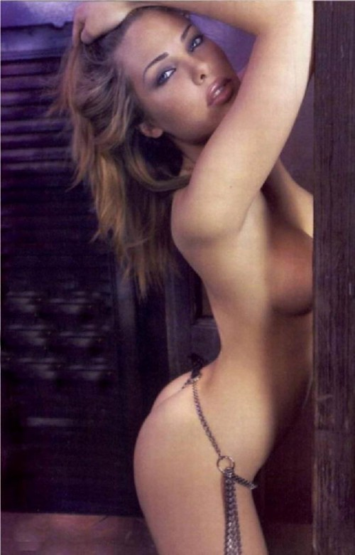 Ilary-Blasi-Nude-Pictures-3.md.jpg