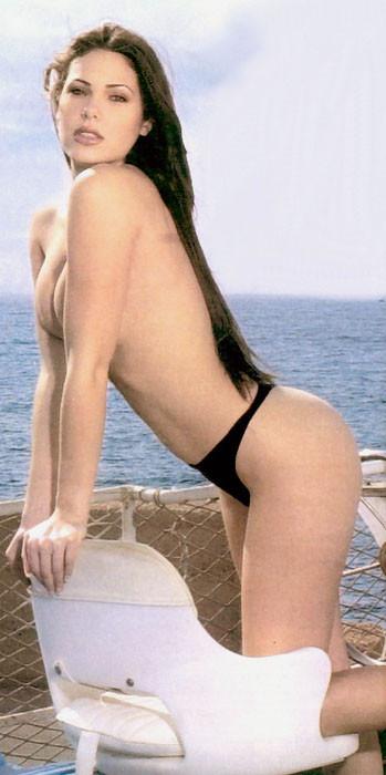 Ilary-Blasi-Nude-Pictures-9.jpg