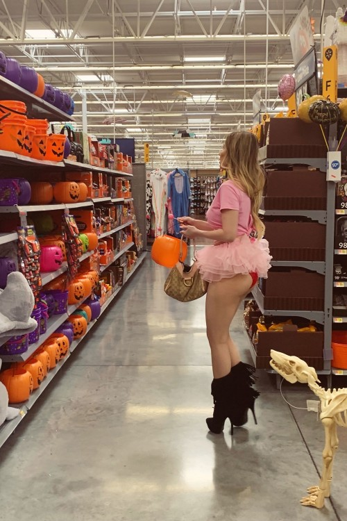 Ana-Braga---upskirt-whilte-shopping-at-Walmart-in-Los-Angeles-1082019-1.md.jpg