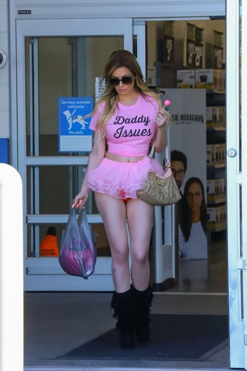 Ana-Braga---upskirt-whilte-shopping-at-Walmart-in-Los-Angeles-1082019-3.md.jpg