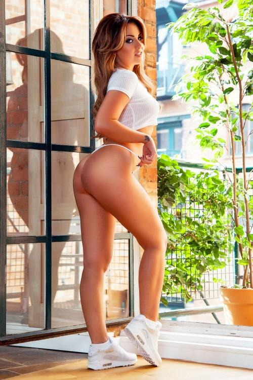 Amber-Bowles-Nude-Lingerie-Shoot-4.md.jpg