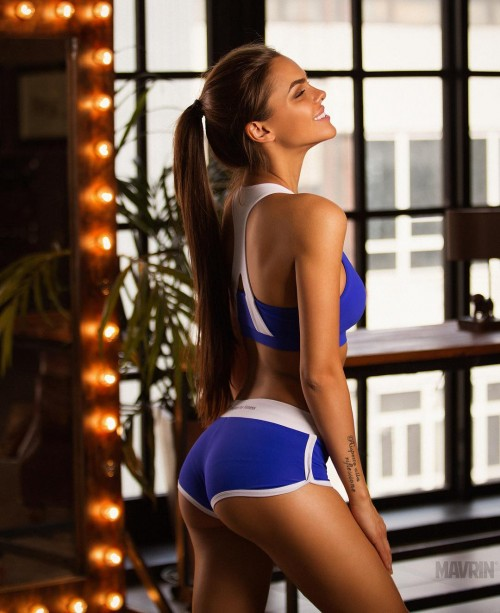 Viki-Odintcova-Sexy-Tights-1.jpg