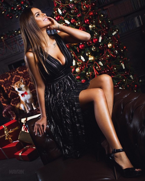 Christmas is coming with @Guess . If you're still looking for amazing dress Check out the new guess