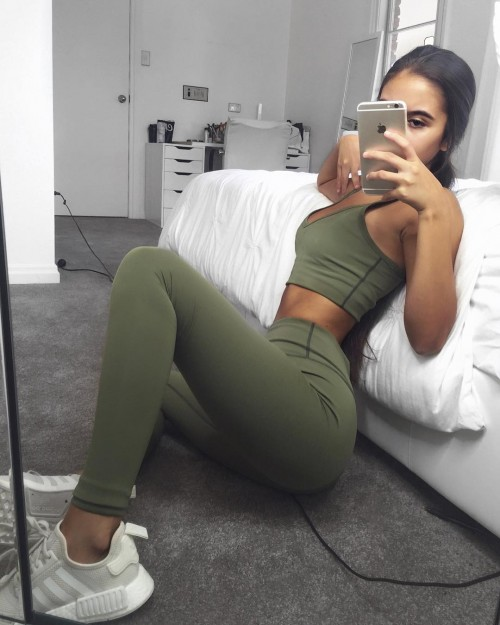 Tarsha-Whitmore-sexy-tights-3.jpg