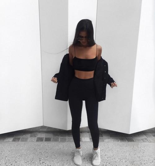Tarsha-Whitmore-sexy-tights-4