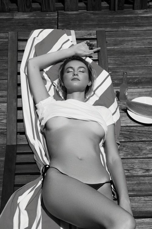 Andie-Arthur-Topless--WetT-Shirt-2.md.jpg