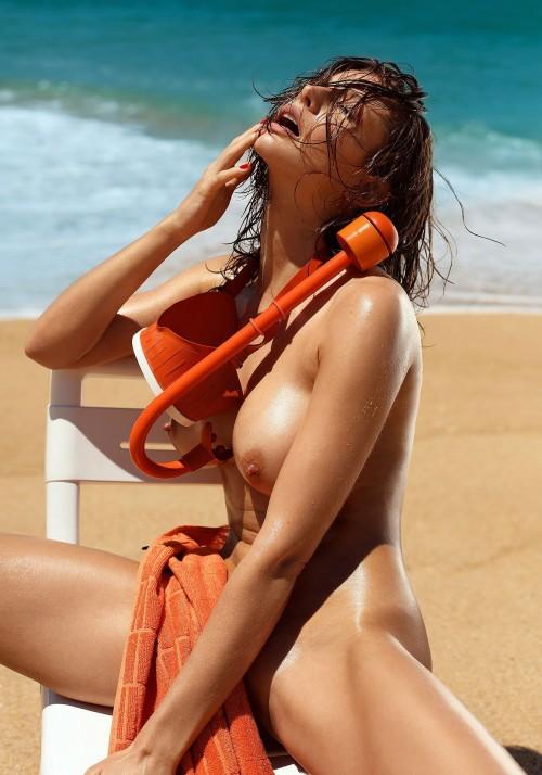 Emily-Agnes-Poses-Naked-for-Ana-Dias-Photo-Shoot-1.md.jpg