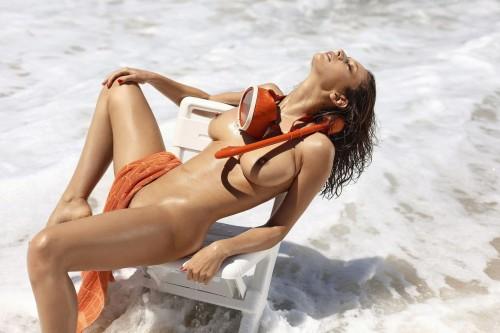 Emily-Agnes-Poses-Naked-for-Ana-Dias-Photo-Shoot-11.md.jpg