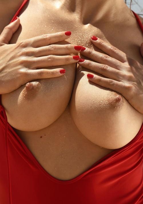 Emily-Agnes-Poses-Naked-for-Ana-Dias-Photo-Shoot-3.md.jpg