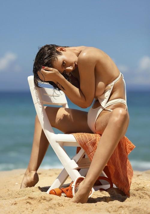Emily-Agnes-Poses-Naked-for-Ana-Dias-Photo-Shoot-5.md.jpg