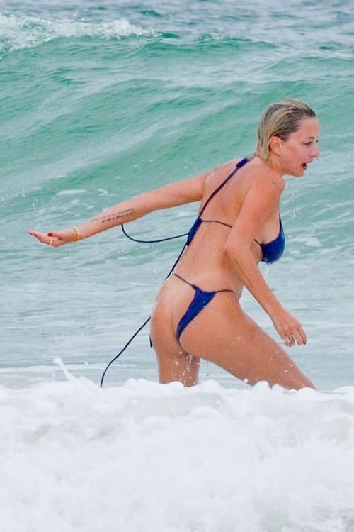Caroline-Vreeland-Bikini-Malfunction-3.jpg
