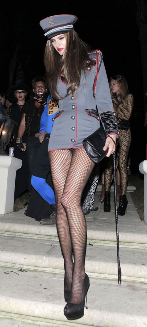 ALESSANDRA-AMBROSIO-Arriving-at-Halloween-Party-in-Beverly-Hills-9.jpg