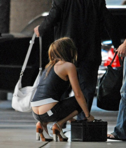 Kate-Beckinsale-Ass-Crack-2.md.jpg
