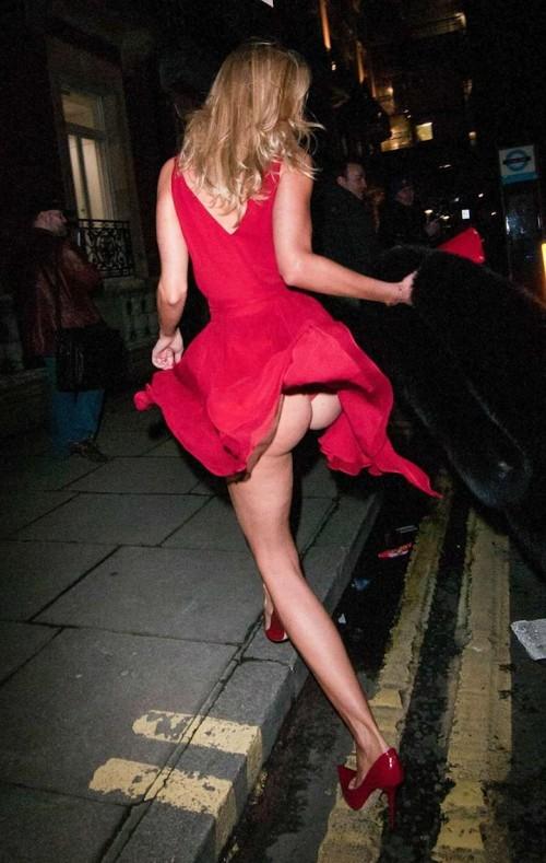 Kimberley-Garner-Wardrobe-Malfuctions-Boob-slip-and-Upskirt-ass-flash-4.md.jpg