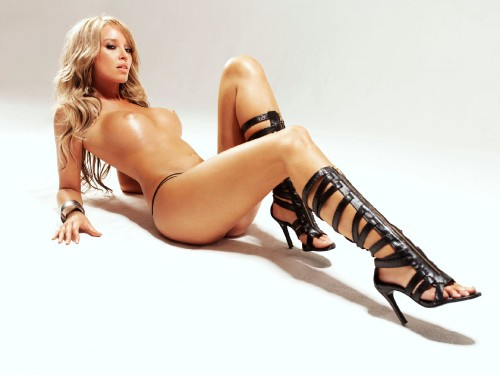 Lauren-Pope-Nude-in-Lingerie-Shoot-8.md.jpg