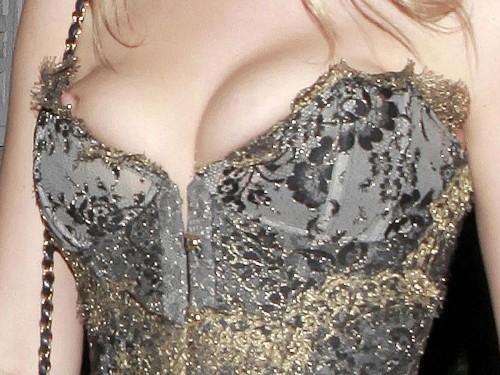 Renee-Olstead-Wardrobe-Malfuction-Nip-Slip-4.md.jpg