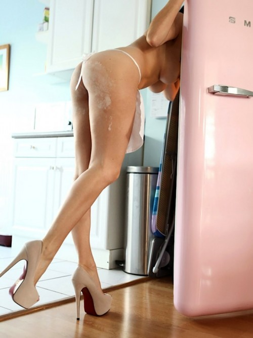 Emma-Glover-Nude-Cooking-Up-9.jpg