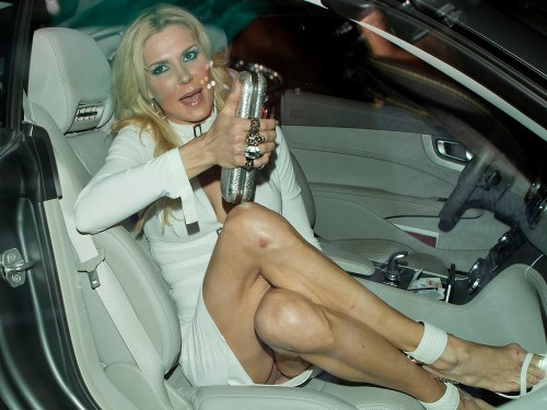 Brandi-Glanville-Pantyless-Upskirt-1.jpg