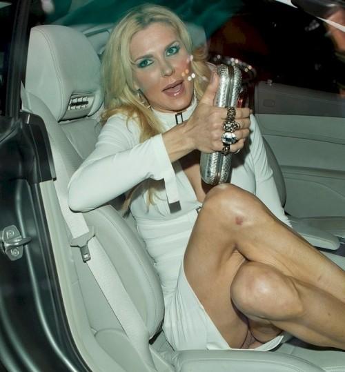 Brandi-Glanville-Pantyless-Upskirt-4.jpg