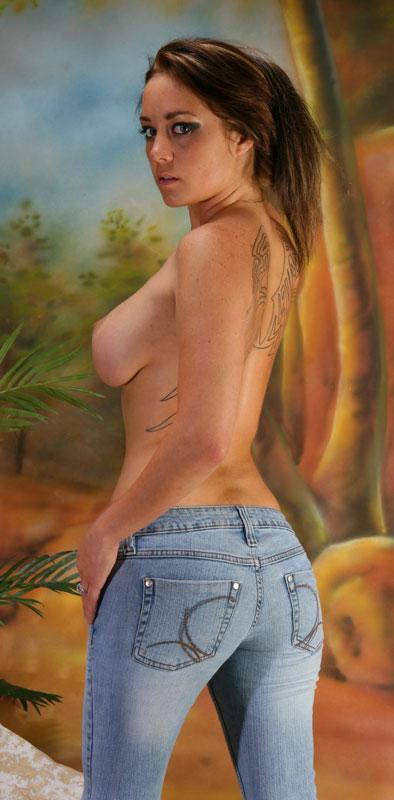 Hot-Girls-Wearing-Tight-Jeans-3.jpg