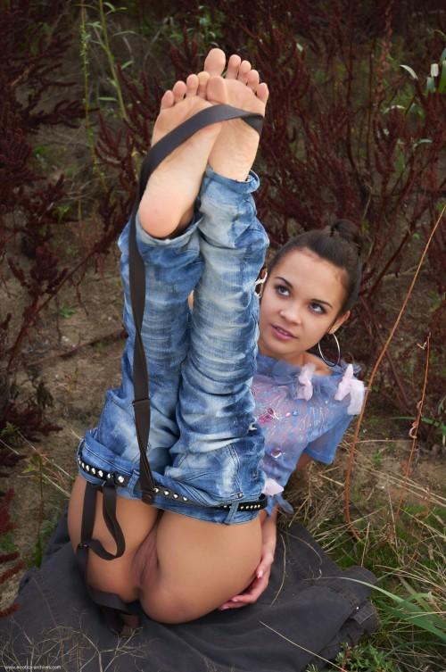 Hot-Girls-Wearing-Tight-Jeans-50.jpg
