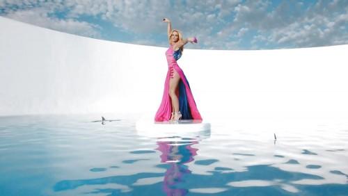Britney-Spears-Work-Bitch-Vidcaps-4.md.jpg