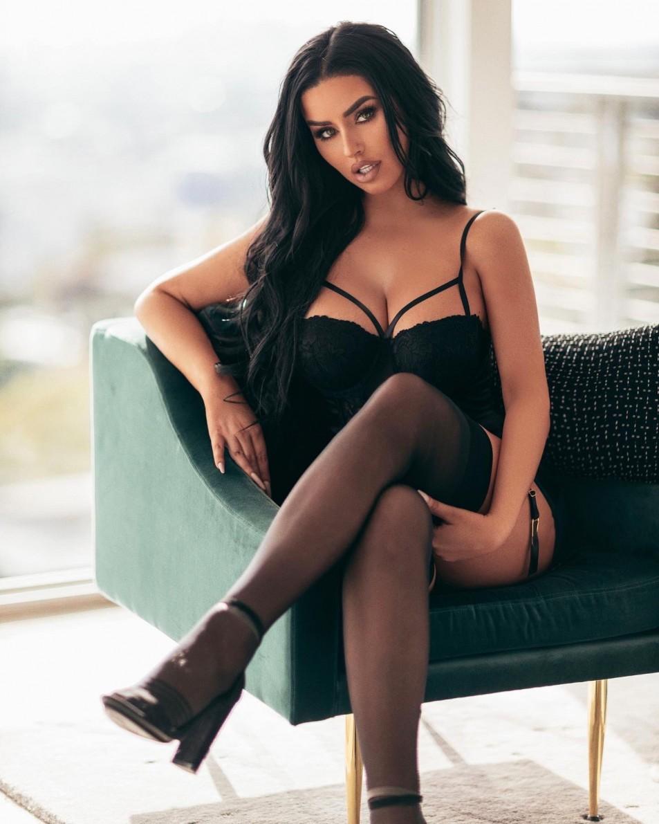 Abigail-Ratchford-Black-Lingerie-topless-4.jpg