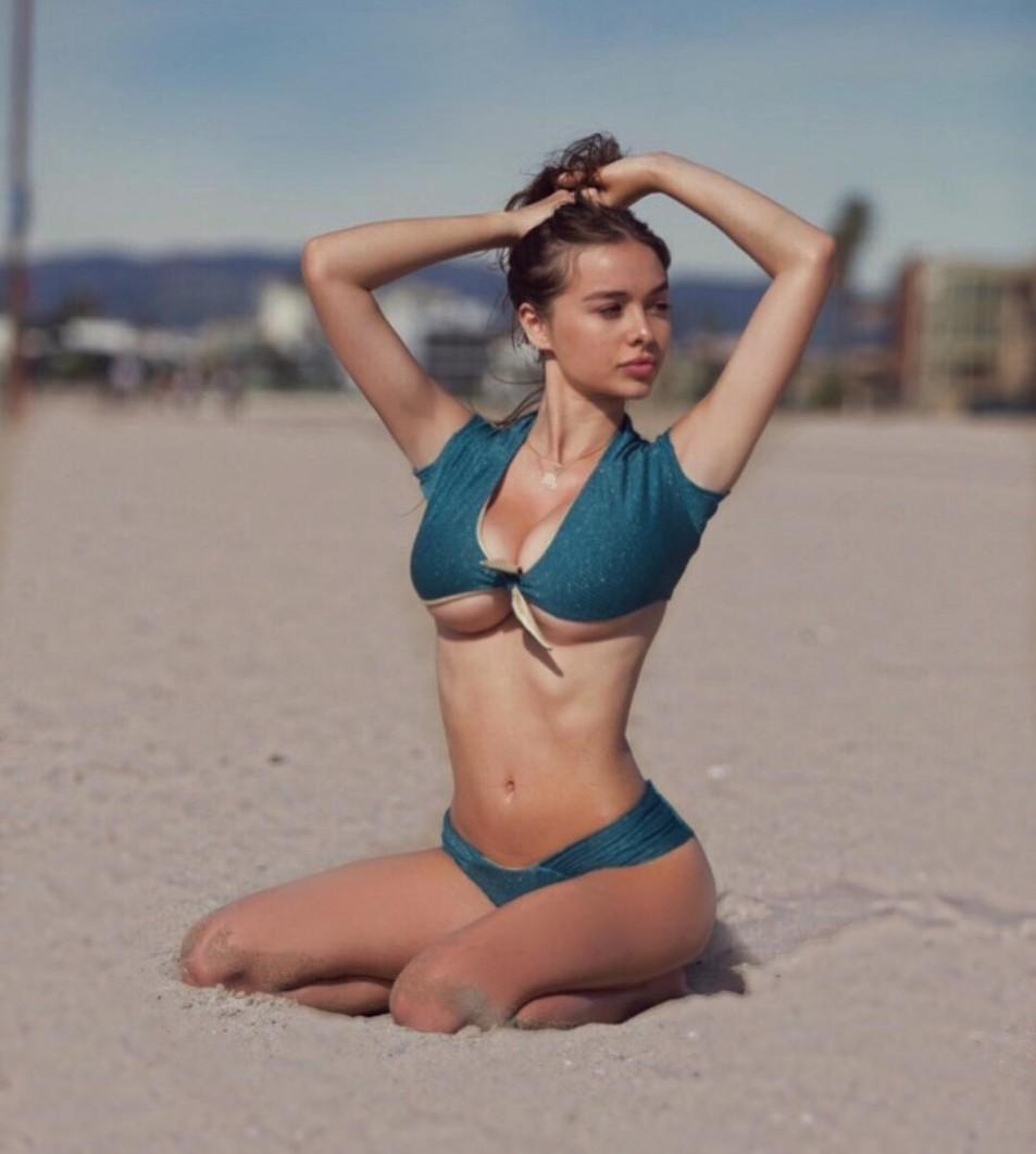 Sophie-Mudd-UnderBoob-Pictures-1.jpg