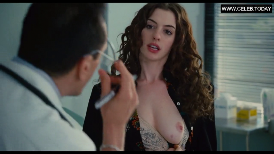 Anne-Hathaway-Nude-Caps-from-Love-and-Other-Drugs-2.png