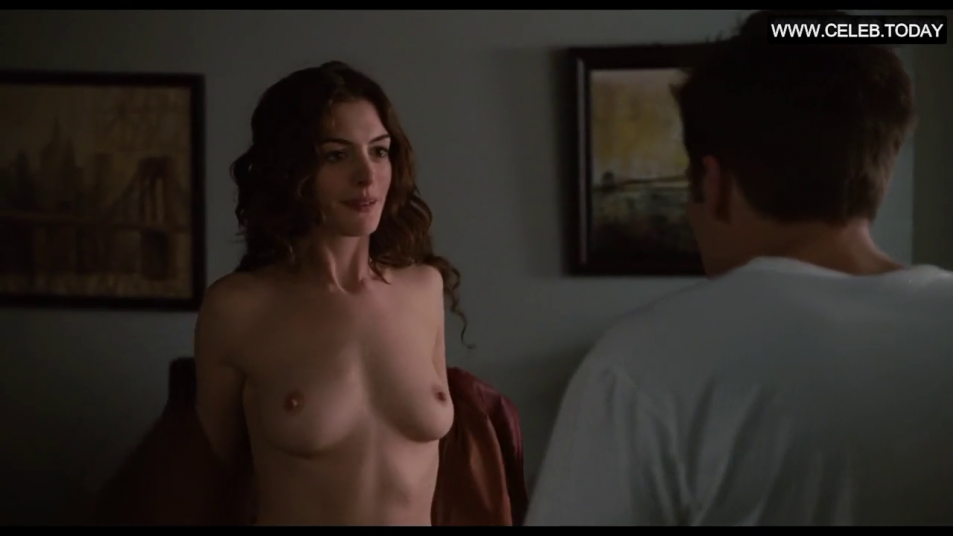 Anne-Hathaway-Nude-Caps-from-Love-and-Other-Drugs-5.png