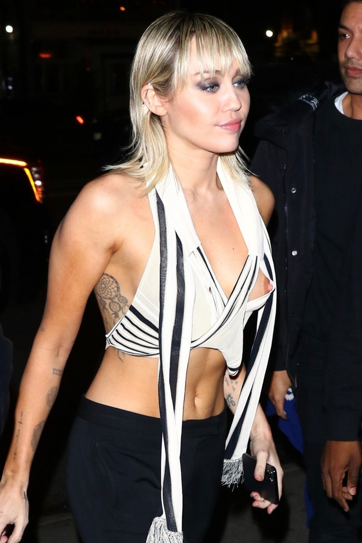 Miley-Cyrus-Nipslip-1.md.jpg