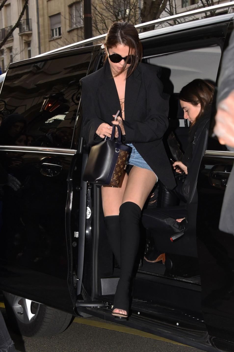 Selena-Gomez-upskirt.jpg