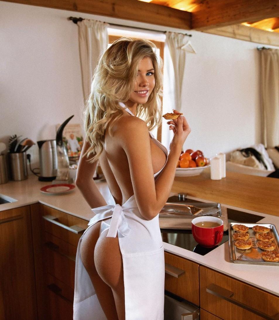 Nata-Lee-Naked-In-the-Kitchen-1.jpg