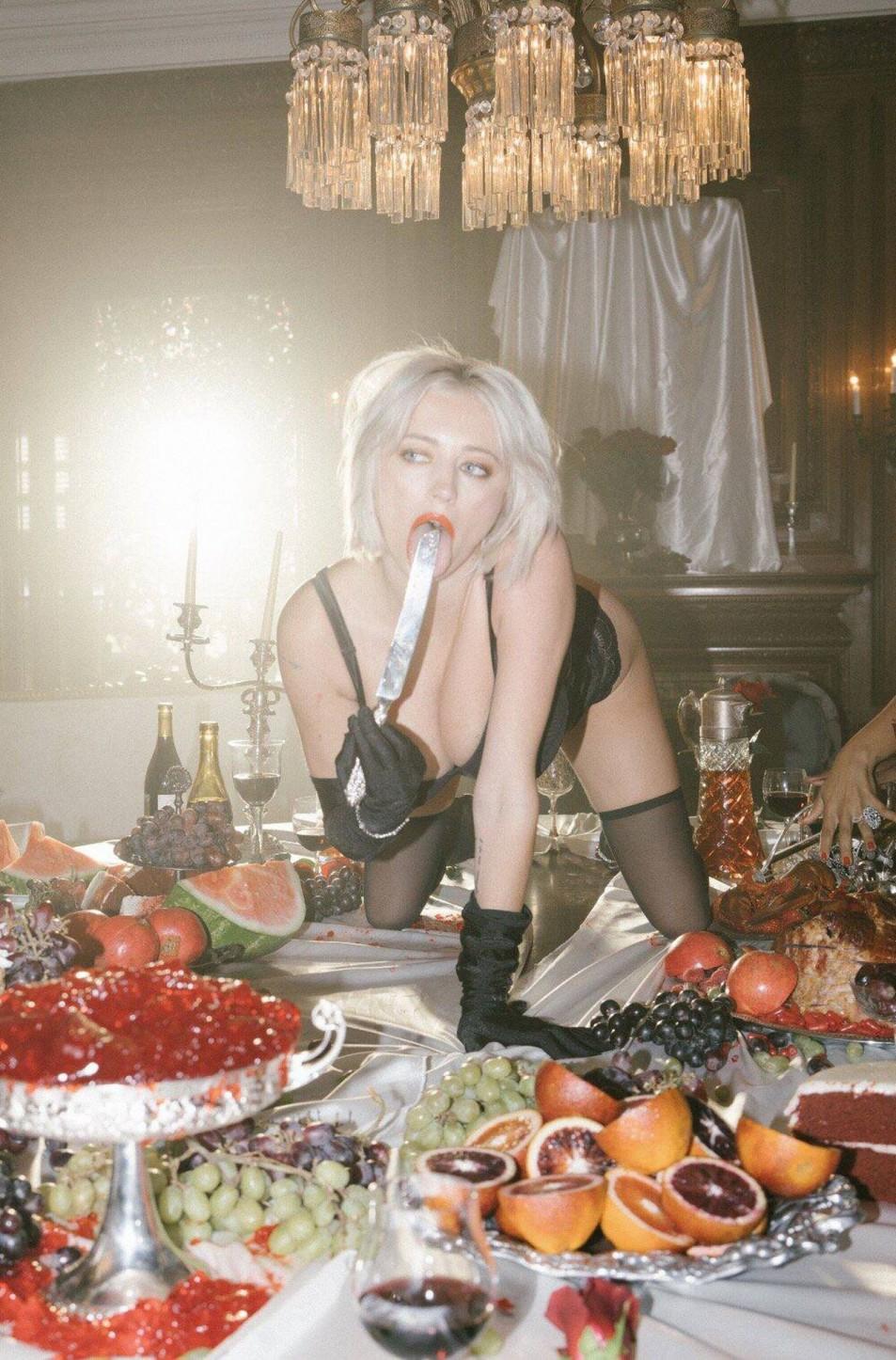Caroline-Vreeland-Black-Lingerie-1.jpg